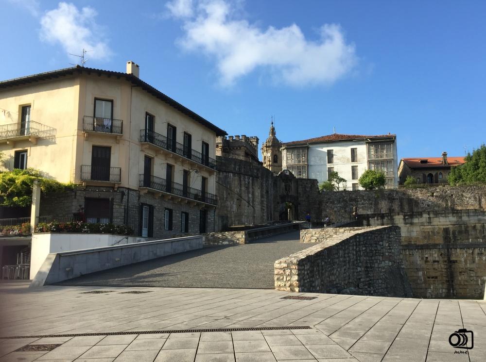 Entrada a Fuenterrabia por la Puerta de Santa María