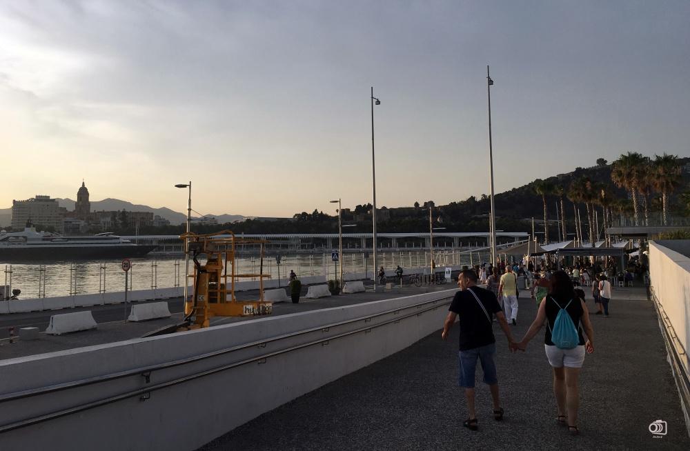 Paseo del Muelle Uno.